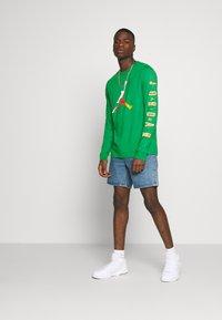 Jordan - CREW - Long sleeved top - lucky green/dark sulfur - 1