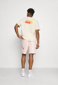 Nike SB - SUNDAY UNISEX - Tracksuit bottoms - orange pearl/coconut milk - 2