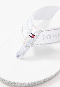 Tommy Hilfiger - MYRA  - Sandaler m/ tåsplit - white - 2