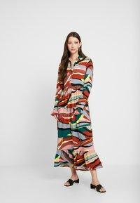 YAS - YASSAVANNA DRESS - Denní šaty - marsala/multi - 0