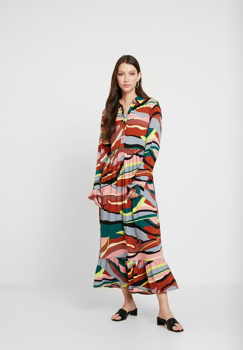 YAS - YASSAVANNA DRESS - Denní šaty - marsala/multi