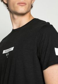 Redefined Rebel - TEE OPTION - Print T-shirt - black - 4