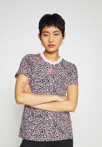 Nike Sportswear - PACK TEE - Print T-shirt - pink - 0