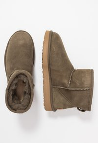 UGG - CLASSIC MINI II - Ankle boots - eucalytpus spray - 3