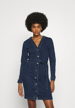 JDYSANNA LIFE BELTED BUTTON DRESS - Farkkumekko - medium blue denim
