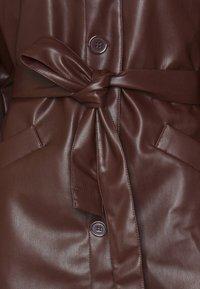 Monki - RORI JACKET - Imitert skinnjakke - brown - 2