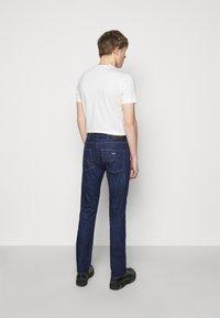 Emporio Armani - POCKETS PANT - Jeans slim fit - dark blue - 2