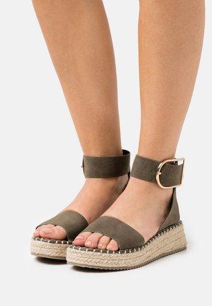Platform sandals - dark green