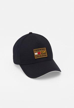 WORLD BADGE CAP - Cap - blue