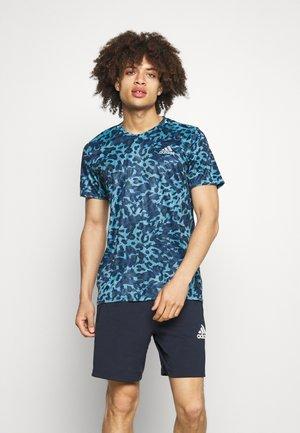 TEE MEN - Camiseta estampada - hazy blue