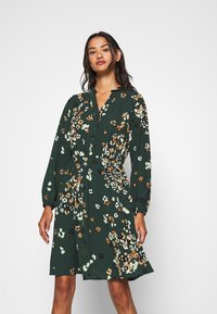 Vero Moda - VMAYA NECK DRESS - Blusenkleid - pine grove - 0