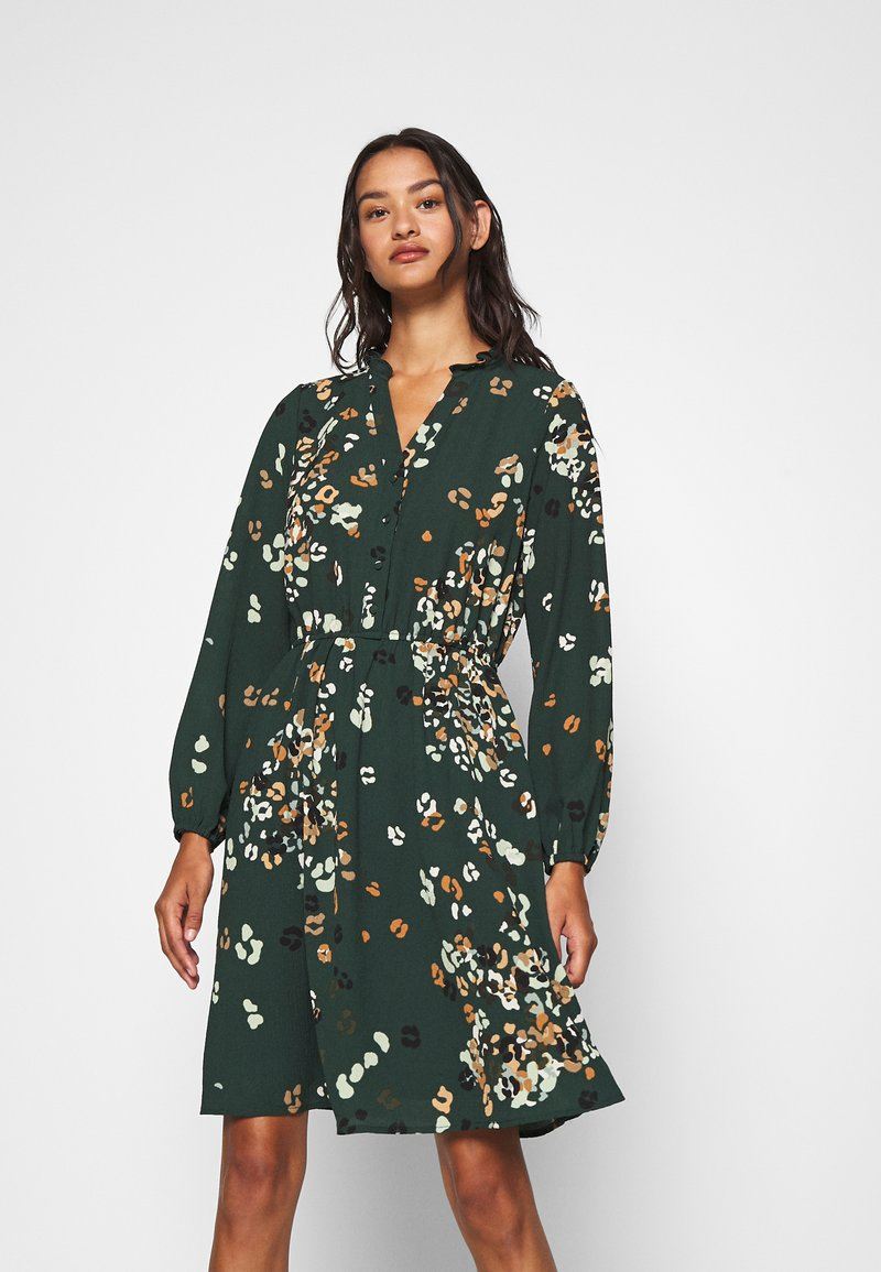 Vero Moda - VMAYA NECK DRESS - Blusenkleid - pine grove