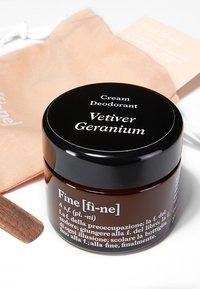 fine - DEODORANT - Déodorant - vetiver/geranium - 1