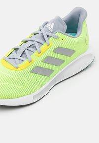 adidas Performance - GALAXAR RUN - Neutrální běžecké boty - hi-res yellow/silver metallic/halo silver - 5
