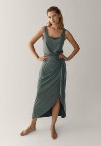 Massimo Dutti - MIT ZIERKNOTEN  - Maxi skirt - green - 0