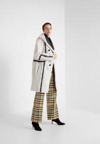 VSP - HOOD COAT REVERSIABLE - Classic coat - black/white - 1