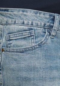 Forever Fit - ROLL UP - Denim shorts - light wash - 2