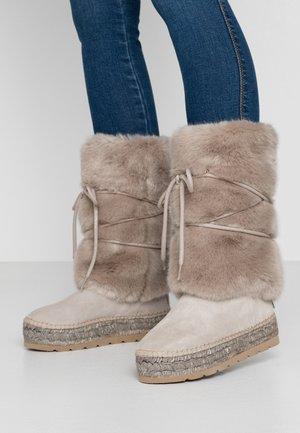 Platform boots - piedra