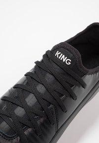 Puma - KING PRO FG - Fotbollsskor fasta dobbar - black/white - 5