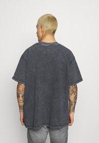 Night Addict - MOVE TO SILENCE UNISEX - T-shirt med print - black - 2