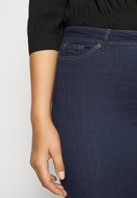 Vero Moda Curve - VMMANYA - Slim fit jeans - dark blue denim rinse - 5