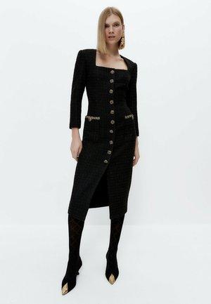 STRUKTURIERTES MIT AUSGEFALLENEM KNOPF  - Shift dress - black