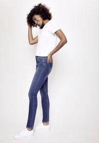 Five Fellas - MAGGY - Straight leg jeans - blau - 3