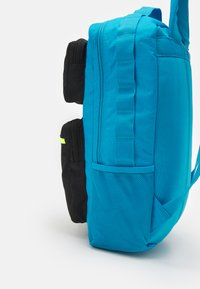 Nike Sportswear - FUTURE PRO 24 L UNISEX - Batoh - laser blue/black/volt - 4