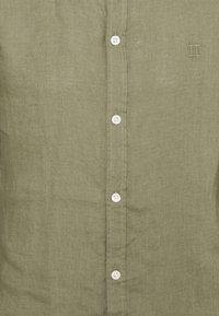 Les Deux - CHRISTOPH - Camisa - lichen green - 6