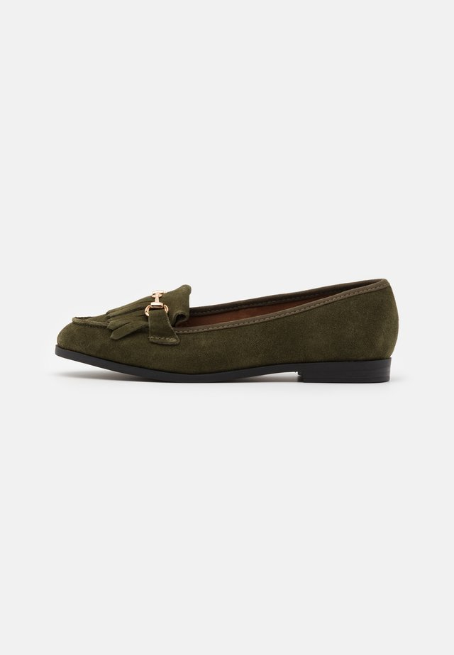 WIDE FIT FRINGE LOAFER - Slip-ins - khaki