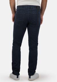 Brühl - MIT SPEZIAL-SCHMIRGEL - Slim fit jeans - marine - 1