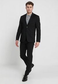 Calvin Klein Tailored - WOOL NATURAL STRETCH FITTED SUIT - Suit - perfect black - 1