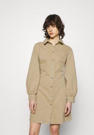 MOONSTONE DRESS - Denimové šaty - camel
