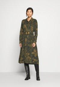 Desigual - VEST MONTSE - Robe d'été - verde militar - 1
