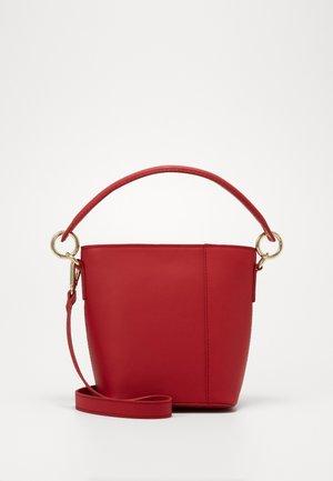 LEATHER - Handtasche - berry