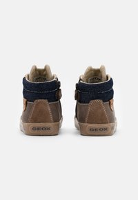 Geox - KILWI BOY - Sneaker high - coffee - 2