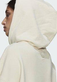 adidas Originals - ADICOLOR ESSENTIALS HOODIE - Luvtröja - white - 5