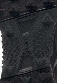 Reebok - AT CRAZE 2.0 FOUNDATION - Zapatillas de trail running - black/grey - 7