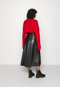 The Ragged Priest - CHUNKY WAFFLE STITCH SUPER CROPPED  - Jumper - red - 2