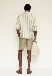 Mango - RILEY - Camisa - khaki - 2