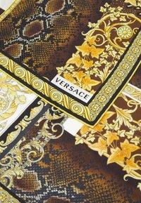 Versace - BAROCCO PATTCHWORK FOULARD UNISEX - Foulard - oro/marrone/bianco - 3