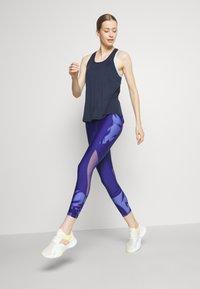 Sweaty Betty - ENERGISE WORKOUT - Funkční triko - navy blue - 1