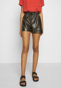 Molly Bracken - LADIES - Shorts - olive - 0