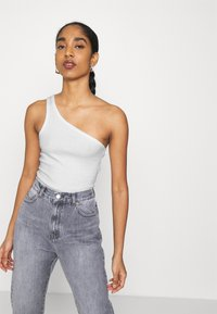 Weekday - VIDA ONE SHOULDER - Débardeur - white - 4