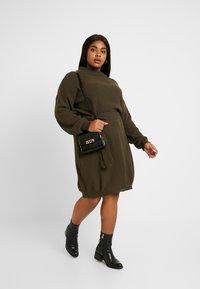 Glamorous Curve - BELTED DRESS - Jumper dress - coffee - 2