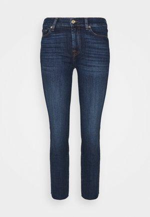 THE STRAIGHT CROP SOHO DARK WITH RAW CUT - Straight leg jeans - dark blue