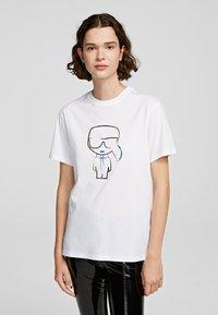 KARL LAGERFELD - T-shirt z nadrukiem - white - 0