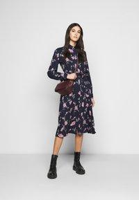 PIECES Tall - PCGLYDA MIDI DRESS - Shirt dress - sky captain/winsome orchid flowers - 1