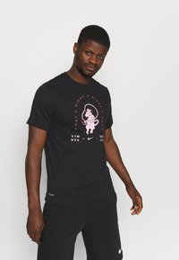 Nike Performance - TEE - Print T-shirt - black - 0
