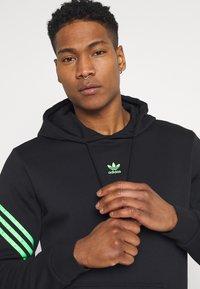 adidas Originals - SWAROVSKI HOODIE UNISEX - Luvtröja - black/shock lime - 3